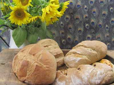 Farmhouse_gallery_bread_loaves